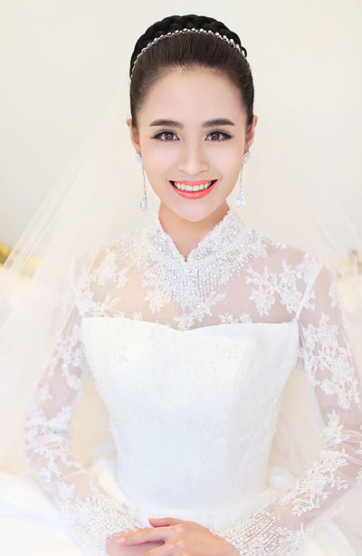 high collar wedding dress with long lace wedding dress