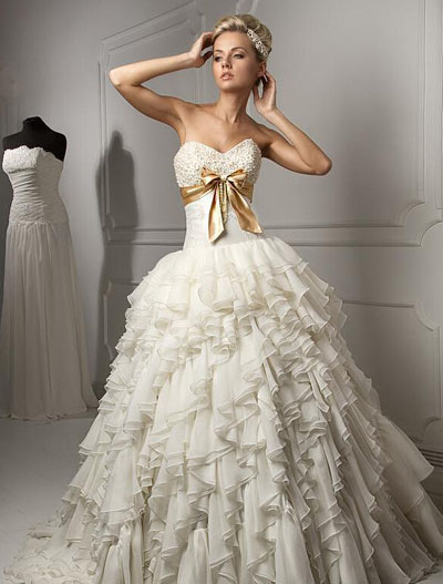 Six select skills to help wide shoulder brides to choose for Best wedding dress for wide shoulders